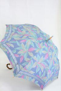 きもの日傘 水色紬着物 斜め正面から見た