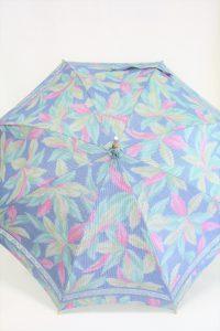 きもの日傘 水色紬着物 正面から見た