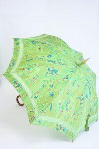 きもの日傘 グリーン小紋 斜め正面から見た