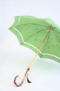 きもの日傘 グリーン小紋 斜めから見た