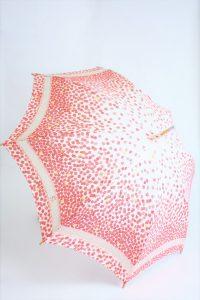 きもの日傘 紅葉柄着物 斜め正面から見た