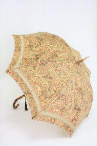 きもの日傘 ペイズリー柄小紋 斜め正面から見た