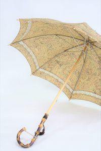きもの日傘 ペイズリー柄小紋 斜めから見た