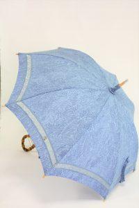 きもの日傘 水色小紋 斜め正面から見た