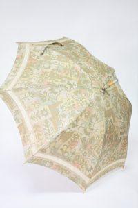 きもの日傘 大島紬ベージュ色着物 お仕立てあがり斜めから見た
