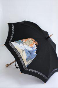 きもの日傘 黒留袖 斜め正面から見た
