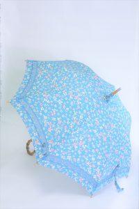 きもの日傘 水色小紋きもの 斜め正面から見た