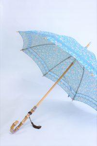 きもの日傘 水色小紋きもの 斜めから見た