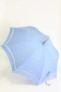きもの日傘 水色紋付きもの 斜め正面から見た