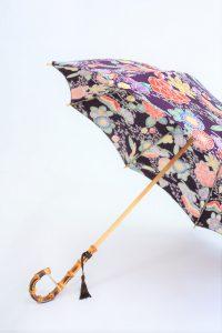 きもの日傘 紫色紅型小紋 斜めから見た