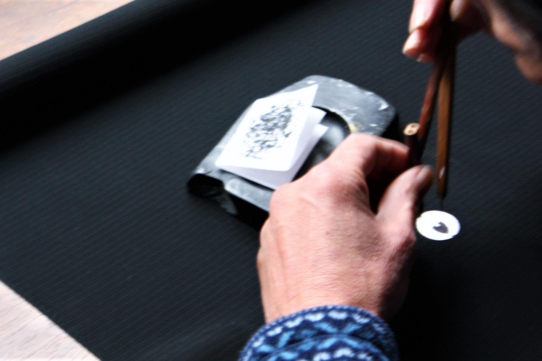紋を描く コンパスのような道具